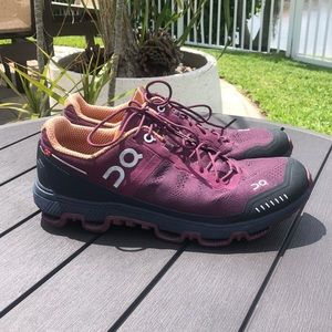ON LADIES RUNNING SHOES SWISS ENGINEERING SIZE 8